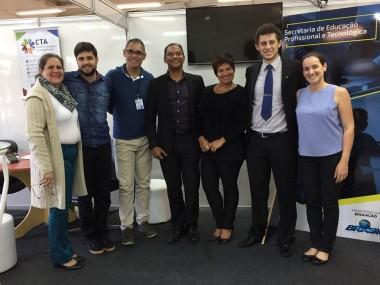 Integrantes do CTA e equipe da SETEC/MEC em estande