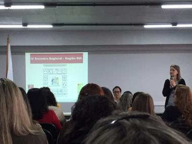 Pessoas sentadas no auditório do IV Encontro Regional de Comunicação Alternativa da ISAAC Brasil – Região Sul