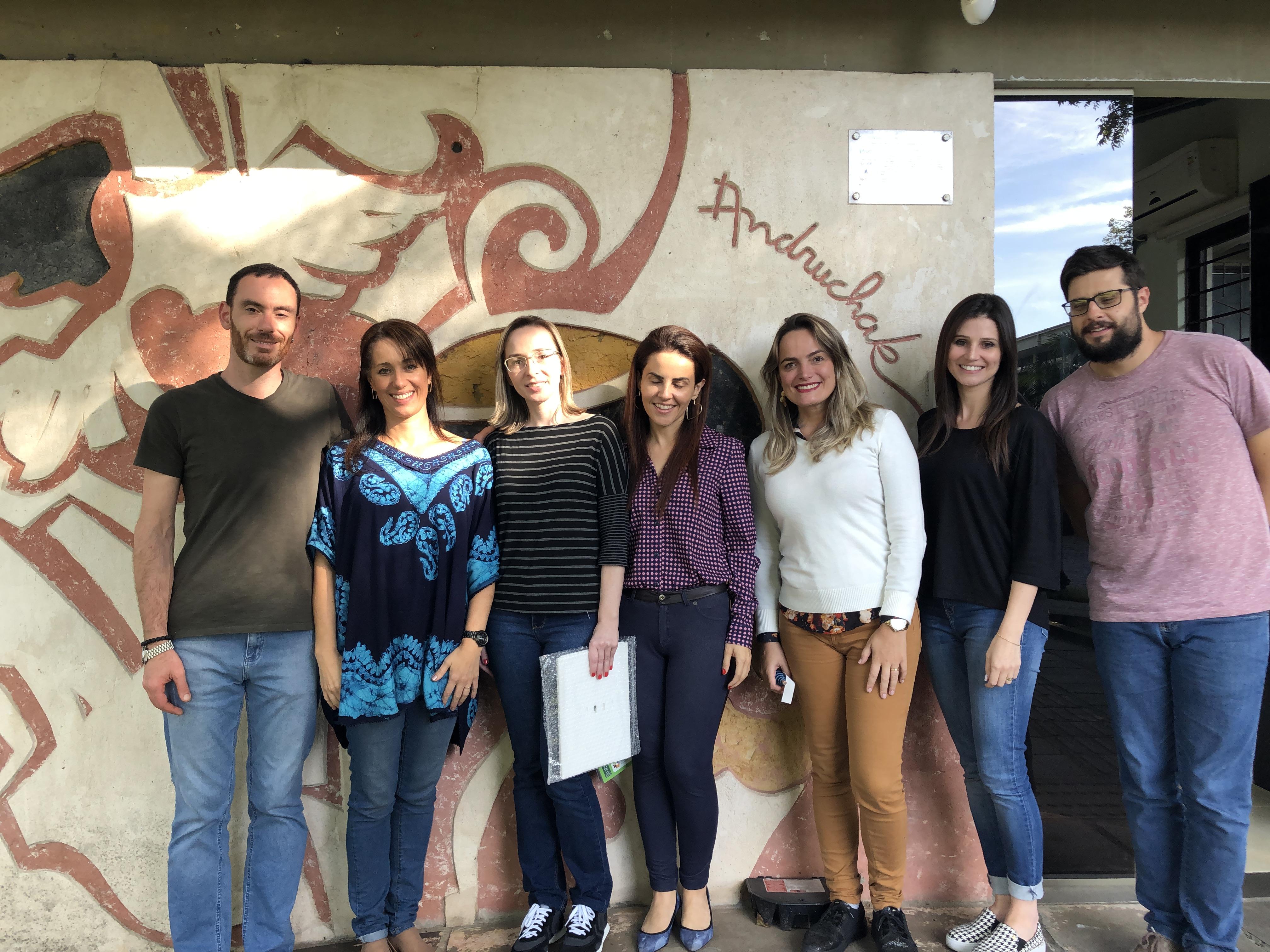 Equipe do CTA e do NAPNE Campus Caxias do Sul em frente ao CTA